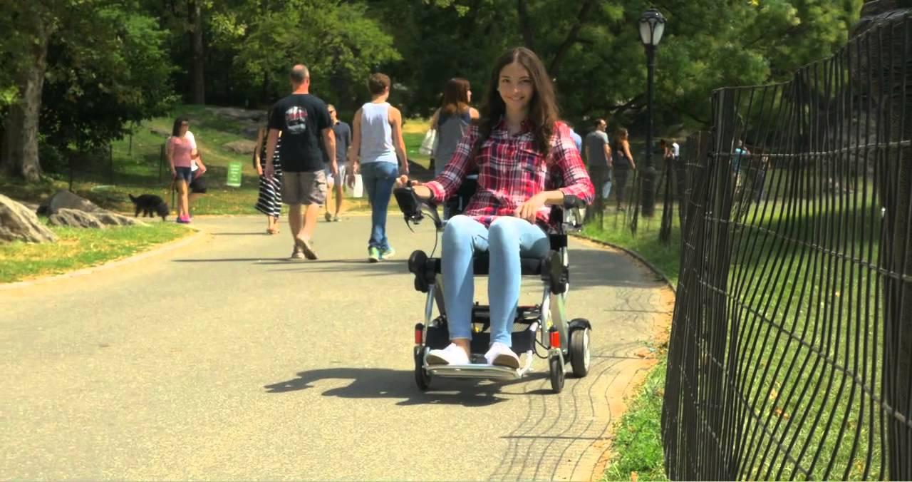 Un fauteuil roulant électrique, la solution aux problèmes d'autonomie ?