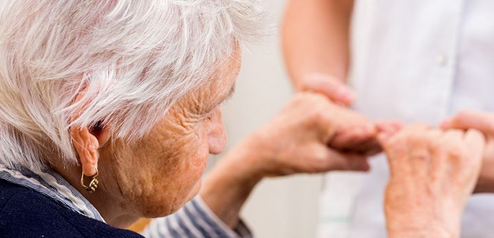 Personnes âgées : comment faire pour rester chez soi ?